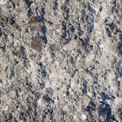 gebrochene bruchraue impraegnierte nuancierte Naturstein Beton Oberflaeche in Grau Schwarz