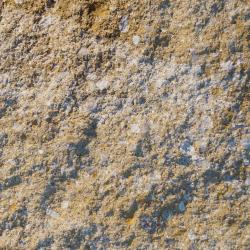 gebrochene bruchraue nuancierte gefaste Naturstein Beton Oberflaeche in Sandstein Beige